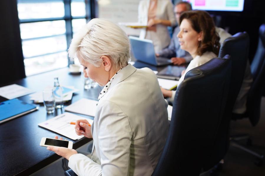 business-woman-communicating